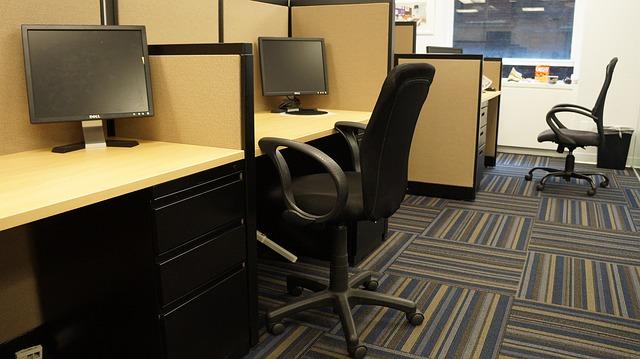 pisarniski-stoli